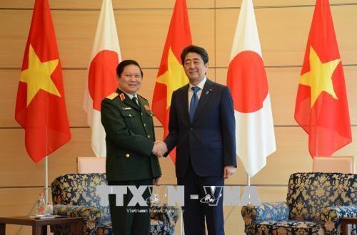 越南国防部部长吴春历对日本进行工作访问 hinh anh 1