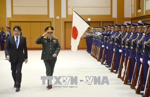 越南国防部部长吴春历对日本进行工作访问 hinh anh 2