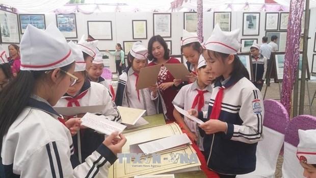 """""""黄沙和长沙归属越南:历史证据和法律依据""""资料图片展亮相和平省 hinh anh 1"""