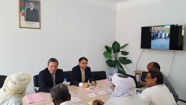 越南与阿尔及利亚加强地方间经贸合作 hinh anh 2