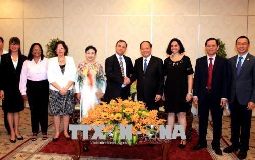 胡志明市领导会见古巴与各国人民友好协会主席 hinh anh 2