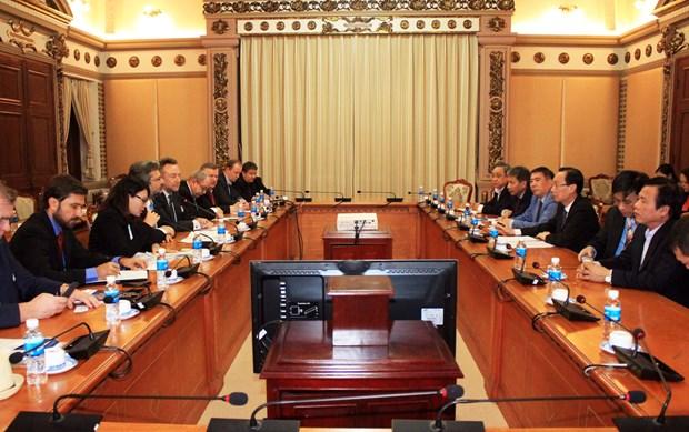 胡志明市领导会见捷克工贸部副部长巴特尔 hinh anh 1