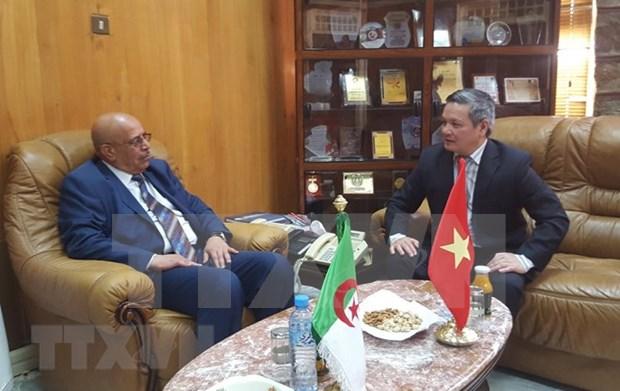 越南与阿尔及利亚加强地方间经贸合作 hinh anh 1