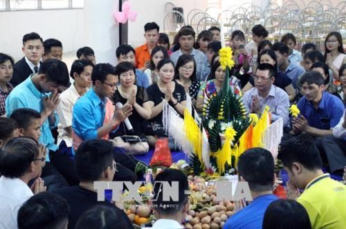 在越南山罗省西北大学就读的老挝留学生欢度民族新年 hinh anh 2