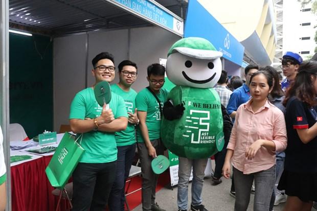 2018年国民经济大学招聘会吸引众多大学生参加 hinh anh 2