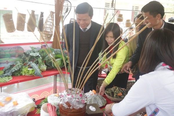 富寿省青山县保护芒族文化从校园抓起 hinh anh 1