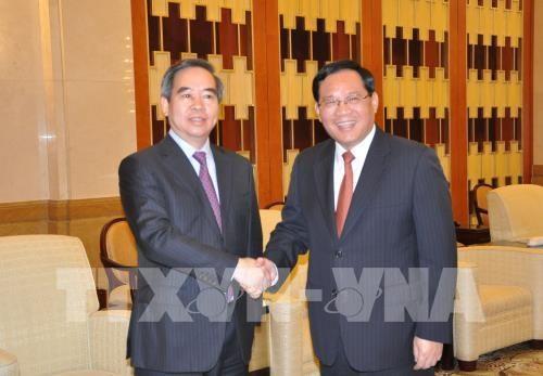 越共中央经济部部长阮文平对上海进行工作访问 hinh anh 1
