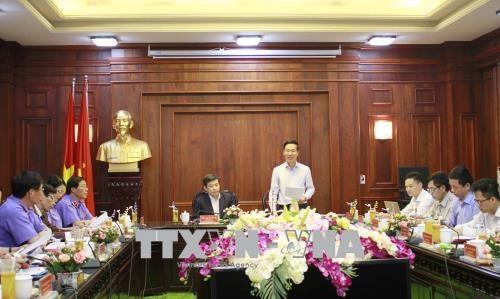 中央宣教部部长:反腐败斗争能否打赢很大程度上依靠司法机构的共同努力 hinh anh 1