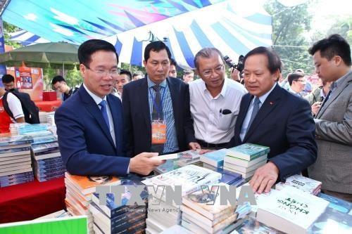 第五次越南图书日系列活动正式开幕 hinh anh 2