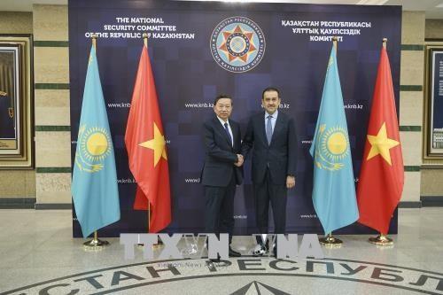 越南公安部部长苏林对哈萨克斯坦进行工作访问 hinh anh 1