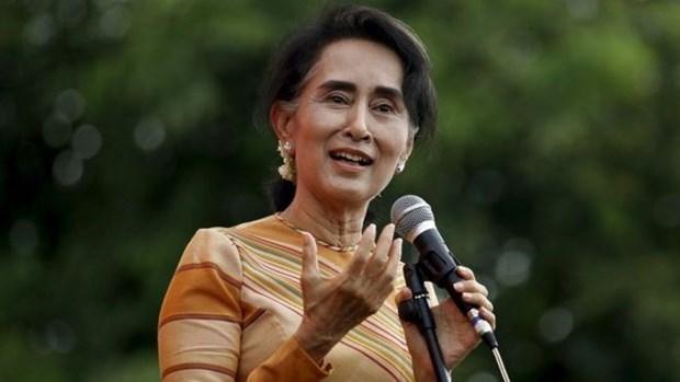 缅甸国务资政兼外长昂山素季对越南进行正式访问 hinh anh 1