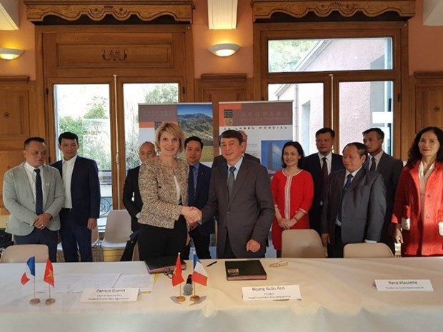 越法两国签署地质公园发展与管理合作备忘录 hinh anh 1