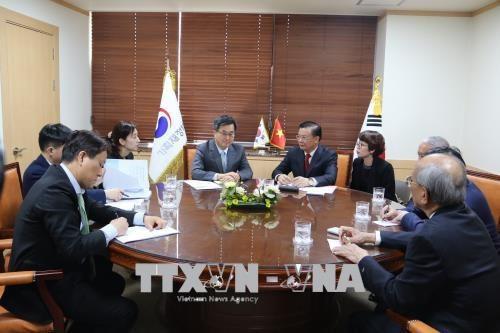 越南与韩国加强金融合作 hinh anh 1
