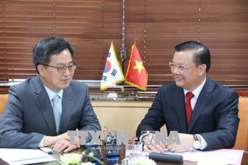 越南与韩国加强金融合作 hinh anh 2