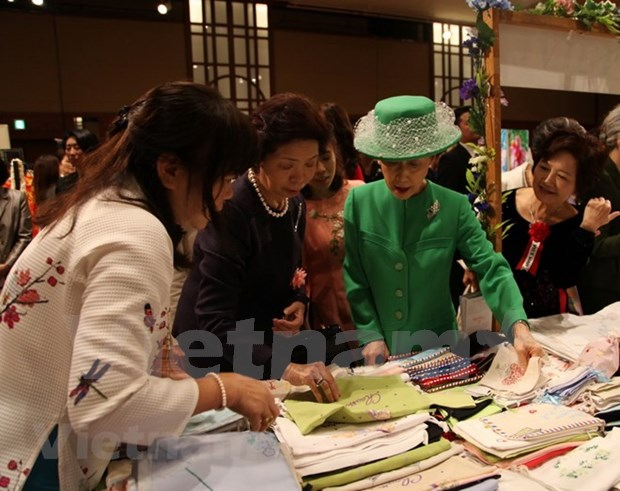 越南参加亚太妇女协会第42次慈善义卖活动 hinh anh 2