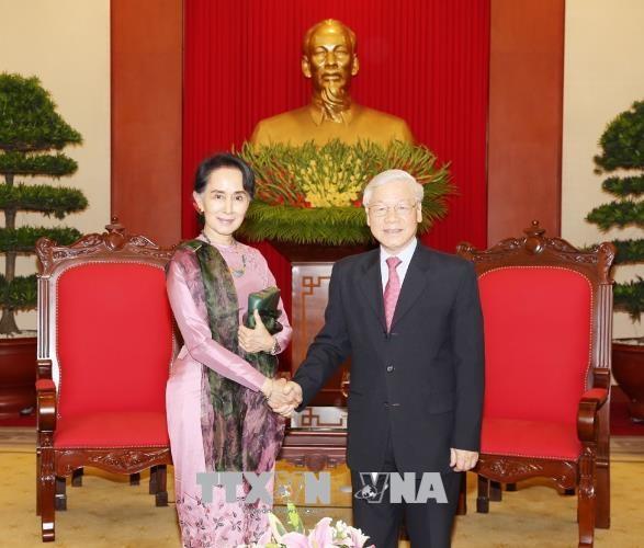 越共中央总书记阮富仲会见缅甸国家顾问兼外交部长昂山素季 hinh anh 1