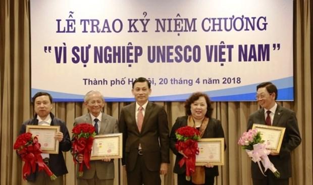 """20名河内市民荣获""""致力于越南UNESCO 事业""""纪念章 hinh anh 1"""