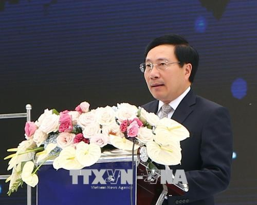 越南政府副总理范平明出席韩国三星(越南)电子有限责任公司成立10周年纪念典礼 hinh anh 1