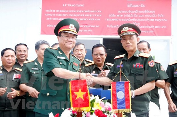 越南向老挝国防部移交作战模拟训练中心 hinh anh 1