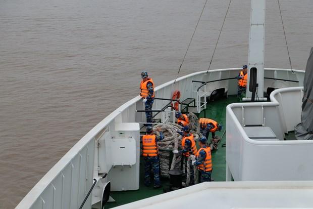 越中开展2018年首次北部湾共同渔区海上联合检查行动 hinh anh 2