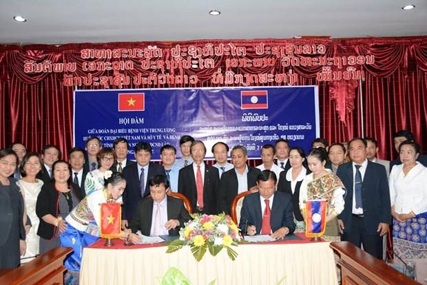顺化中央医院与老挝南部和中部各省加强卫生合作 hinh anh 1