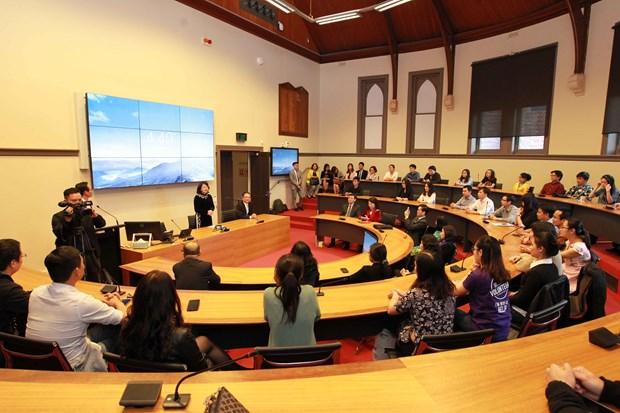 越南国家副主席邓氏玉盛造访澳大利亚皇家墨尔本理工大学 hinh anh 2