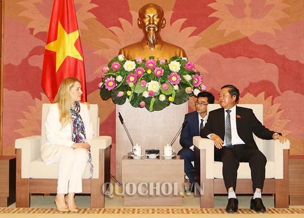 越南国会副主席杜伯巳会见乌克兰与越南友好议员小组主席 hinh anh 2