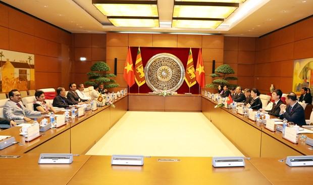 国会主席阮氏金银与斯里兰卡议会议长卡鲁举行会谈 hinh anh 2