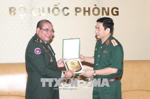 越南人民军总参谋长会见柬埔寨王国皇家武装最高指挥部副联合参谋长 hinh anh 1