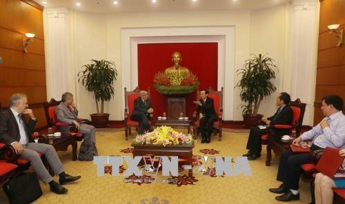 法国共产党高级代表团对越南进行访问 hinh anh 1