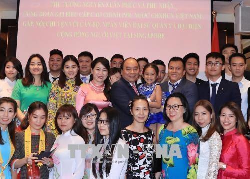 政府总理阮春福会见在新加坡的科学家和知识分子 hinh anh 2