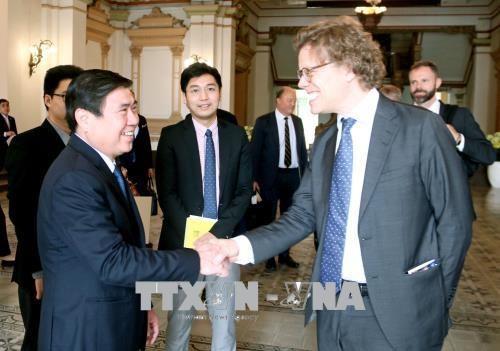 瑞典一流企业代表团赴胡志明市寻找商机 hinh anh 1