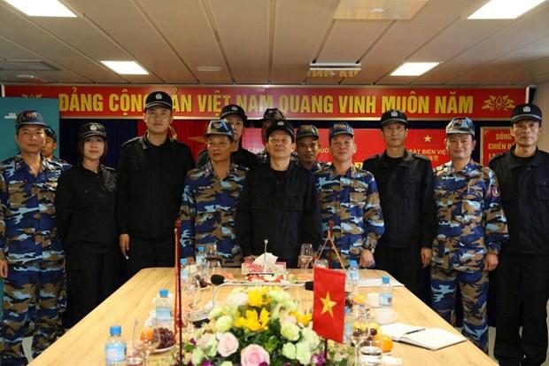 2018年第一次越中海警北部湾共同渔区联合检查圆满落幕 hinh anh 1