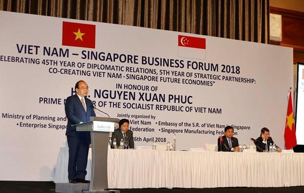 阮春福出席越南与新加坡商务论坛 hinh anh 3