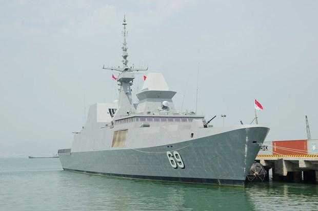 """新加坡""""刚毅号""""隐形护卫舰访问岘港市 hinh anh 1"""