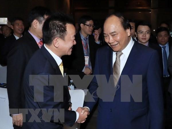 阮春福出席越南与新加坡商务论坛 hinh anh 1