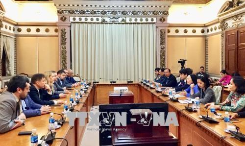 胡志明市领导会见乌克兰与越南友好议员小组主席 hinh anh 1