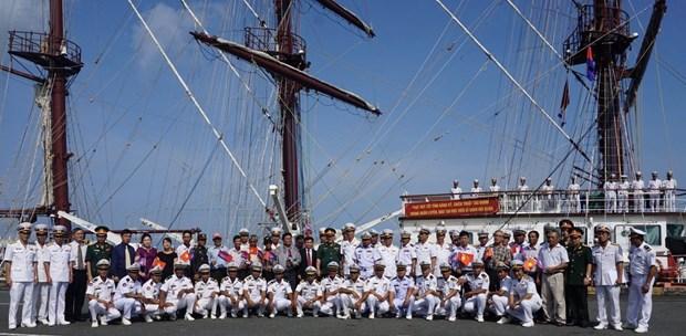 越南人民海军黎贵惇286号风帆训练舰对柬埔寨进行访问 hinh anh 1
