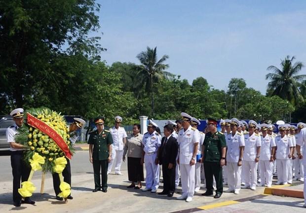 越南人民海军黎贵惇286号风帆训练舰对柬埔寨进行访问 hinh anh 2