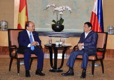 越南政府总理阮春福与菲律宾总统杜特尔特举行双边会晤 hinh anh 1