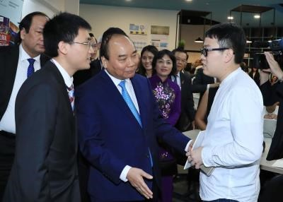 阮春福总理走访新加坡管理大学 hinh anh 1