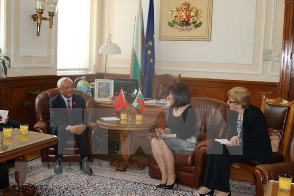 越南国会副主席汪周刘访问保加利亚 hinh anh 2