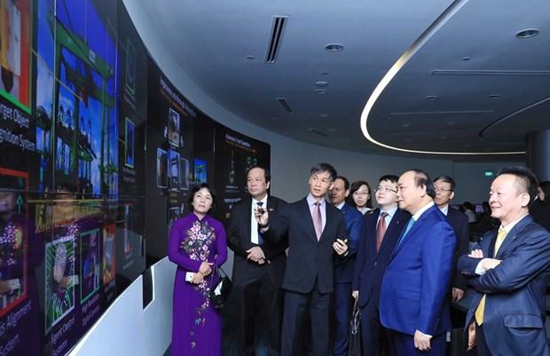 阮春福总理希望新加坡同越南分享物流服务领域的经验 hinh anh 1