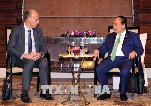 阮春福出席大型跨国集团及公司领导圆桌座谈会 hinh anh 2