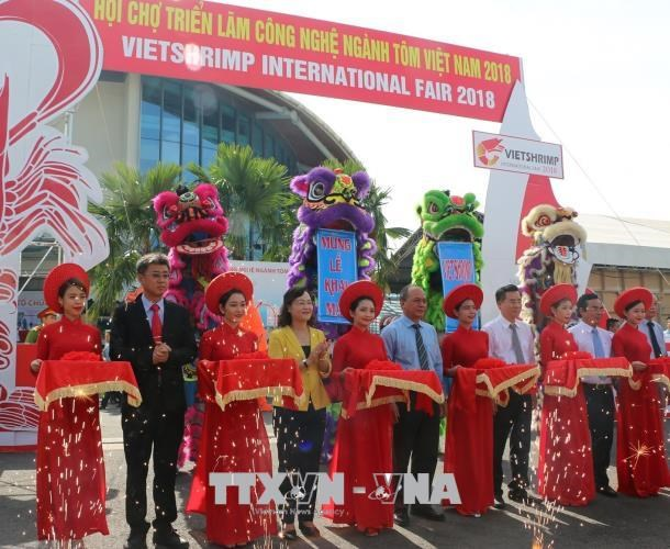 国内外100多家企业参加第二次越南虾业技术展览会 hinh anh 1