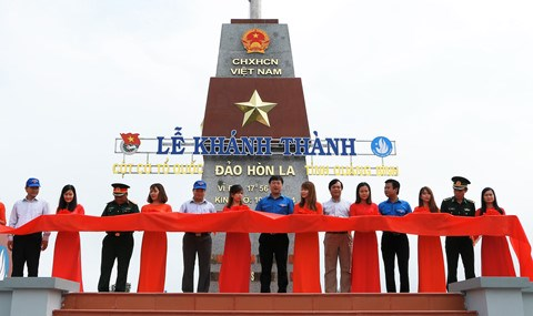 越南广平省罗岛祖国旗台正式落成 hinh anh 1