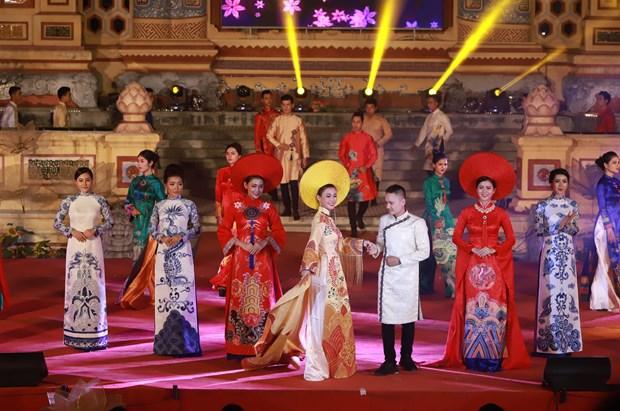 2018年顺化文化节:推崇越南国服——奥戴 hinh anh 1