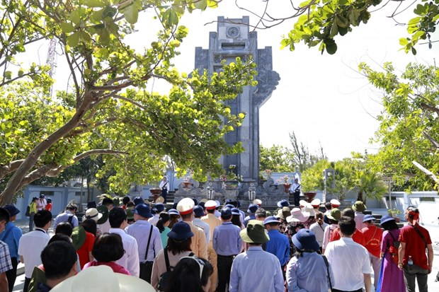 旅居世界24个国家的越侨走访慰问长沙群岛和DK1海上高脚屋军民 hinh anh 2