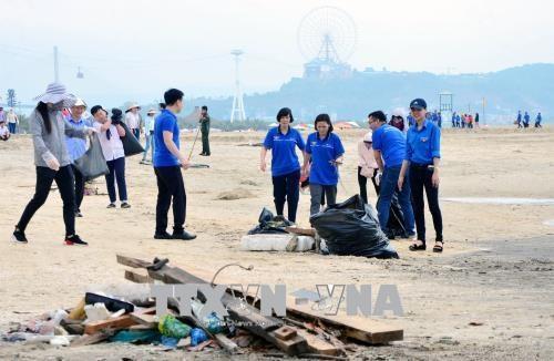 广宁省启动下龙湾海滩清洁活动 hinh anh 3