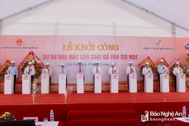 投资总额2万亿越盾的中纤板生产厂正式开工 hinh anh 1
